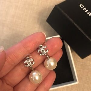 Chanel pearly eardrop earrings